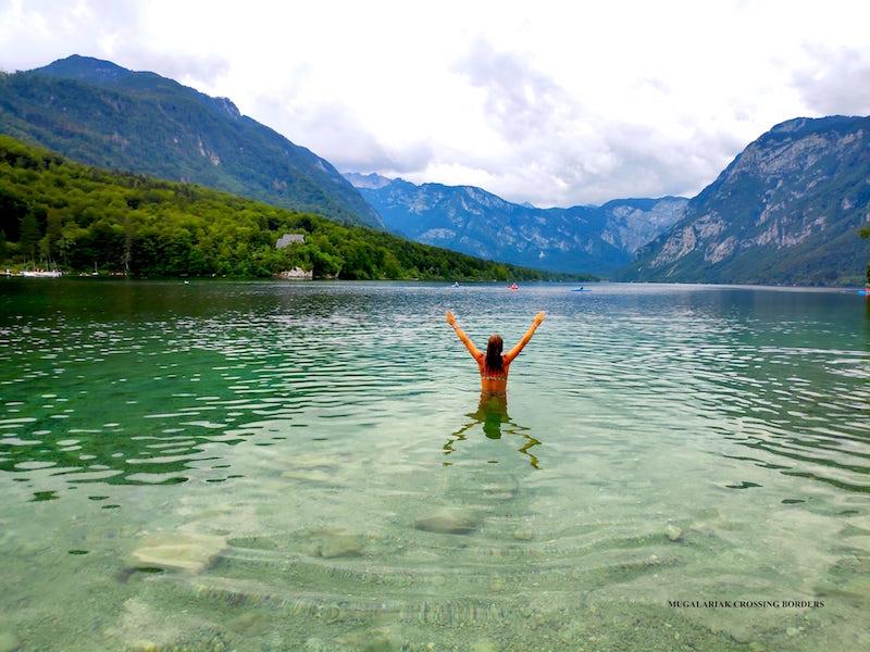 Bañarse en el lago bohinj