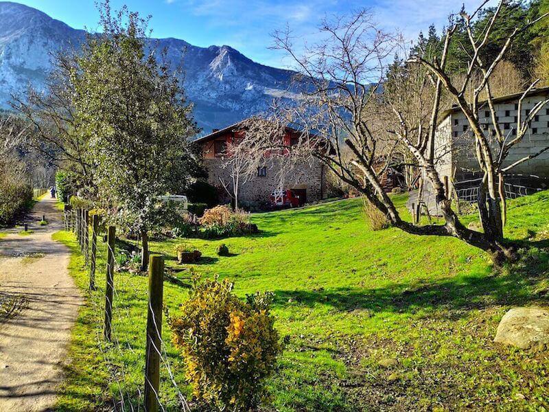 Paseo en familia por la via verde de Arrazola