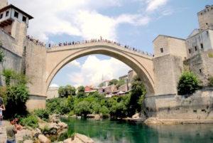 Saltos desde el puente de Mostar